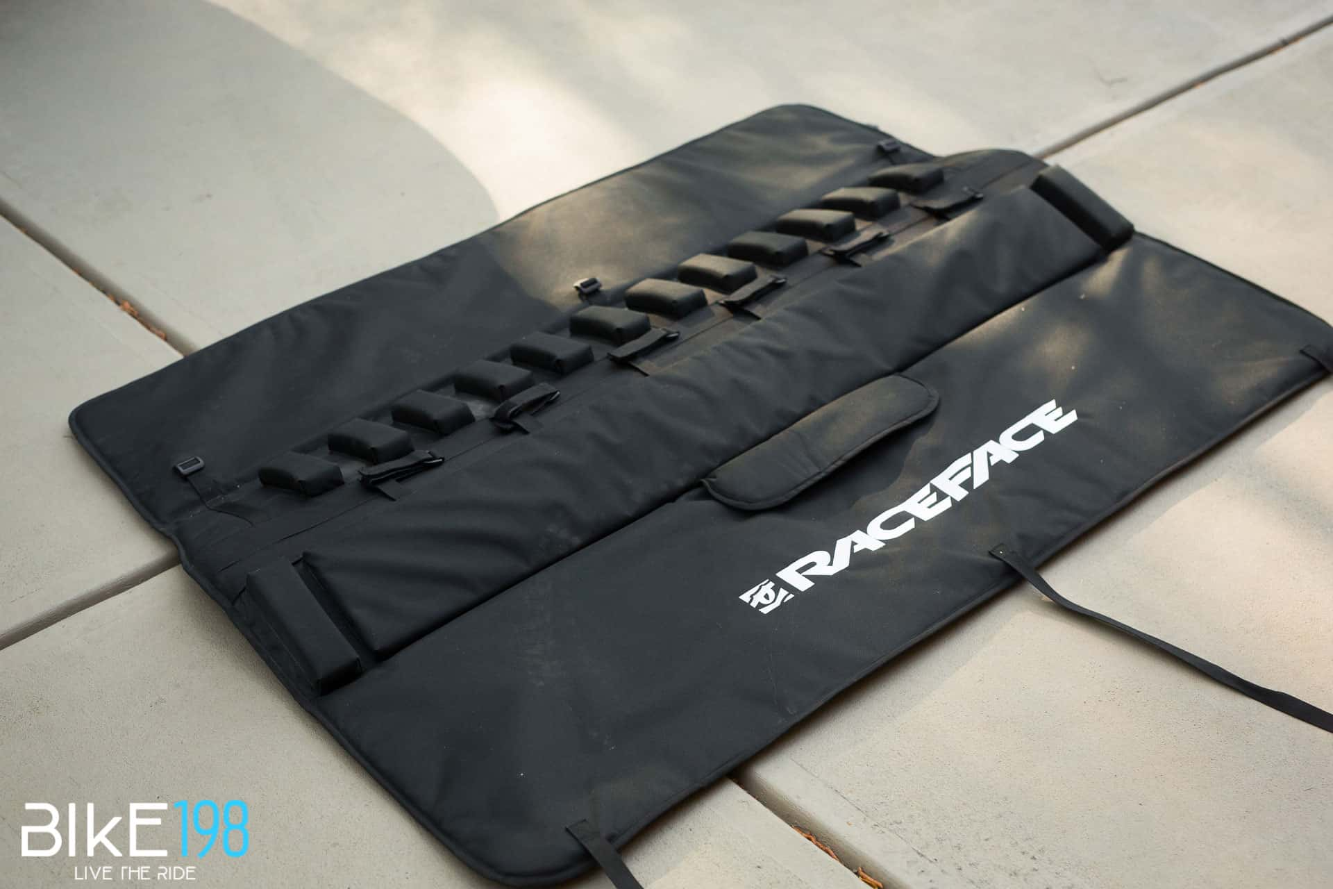 Race Face Tailgate Pad Large